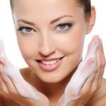 Как правильно очищать жирную кожу